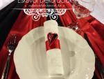 piros-fekete-eskuvoi-asztaldekoracio
